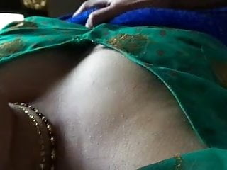 Blouse boob show Desi indian green blouse bhabhi boobs fondled by dewar