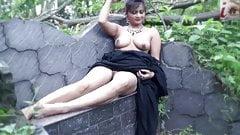 Nisha, Nude Saree Model