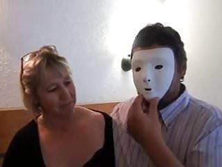 Devant fucking - Grosse mature prise en double devant son mari