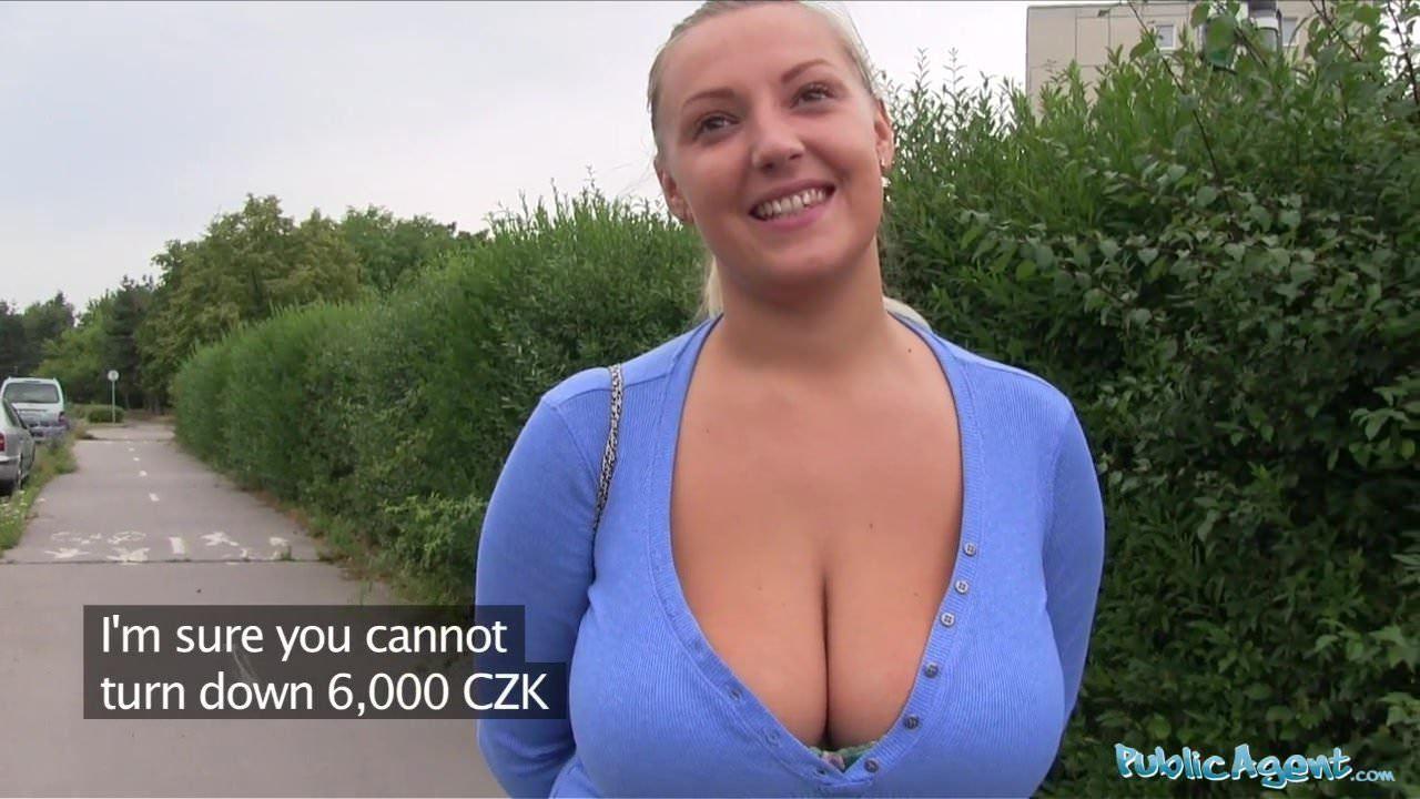 Publicagent Große Titten Milf