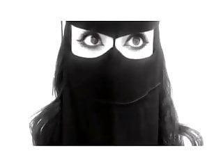 Femme sexy suceuses - Jeune femme arabe en hijab avec des yeux sexy 2