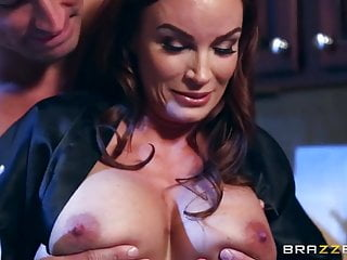 Diamond foxxx busty Brazzers - diamond foxxx loves cock