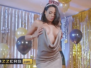 Papua new guineas porn stars Luna star scott nails - squirting in the new year - brazzers