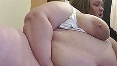 Fuck i want to eat her fat pussy out!