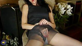 Kinky American mature housewife Natasha wants a dick