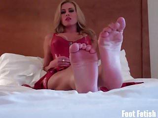 Sexy feet slaves - Worship my sexy feet like a good little slave