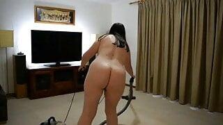 Bbw vacuuming