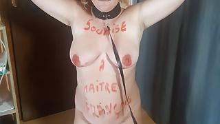 French milf slave promener en laisse