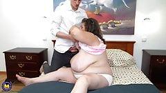 La grande mamma fa sesso orale e vaginale dal figlio