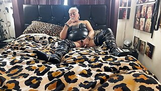 WHORE HOUSE PT 75 BLING WHORE ON SATURDAY PLAYING SMOKING