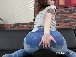 Escort sex travel vacation - Pussy pissing - viktoria traveller gapes and toys her pussy