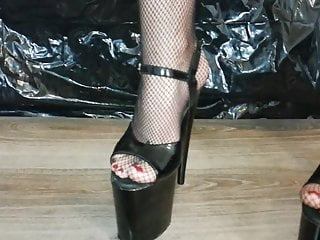 Older sexy black ladies - Lady l crush cups with sexy black 20 cm extreme high heels.