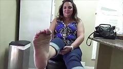 BBW Amateur Ticklish Feet