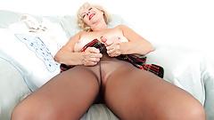 English gilf Sapphire Louise dildos her moist fanny lips