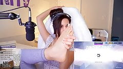Twitch thot shows feet