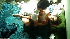 Azjatycka prostytutka na ukrytej kamerze zostaje zalana