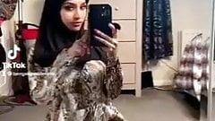 Tiktok Hijab Bitch does naked Challenge