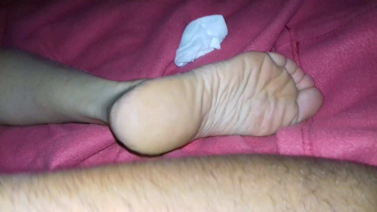 Algerian Pussy an algerian gets wanked with the feet of a spanish girl