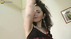 Sexy mature mother works her hairy pussy