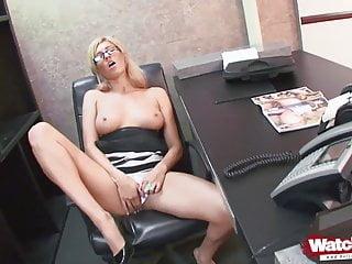 Kat von d sex video - Blondine im office von mitarbeiter gebumst