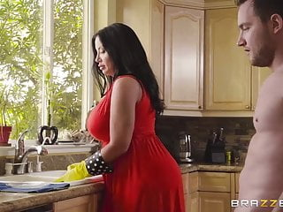 Nake amatuer moms video Half-naked stepmother flashes pussy to seduce stepsonjoin br