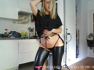 Strip tease in the car Vends-ta-culotte - french babe strip tease in her kitchen
