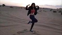 Горячий танец живота в пустыне