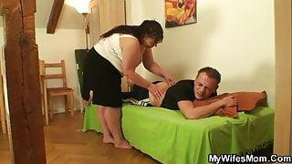 Chubby girlfriends step mom pleases him