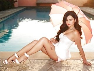 Selena gomez yovo fake nude - Victoria justice vs selena gomez