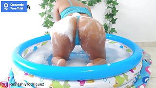 Hot soapy babe – wet and messy bubble bath