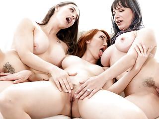 Threesome Lesbian Sex