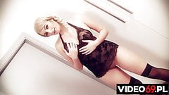 Seksowna blondynka potrafi zrobic sobie dobrze dlugim dildo