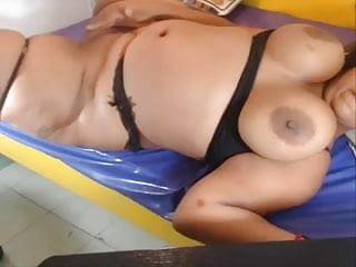 Black milf se Negra colombiana muy gorda y tetona se corre como una fuente