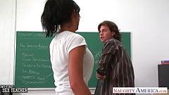 Грудастая брюнетка-учительница Lezley Zen трахается в классе