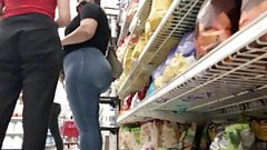 Massive butt Latina in jeans with sandals