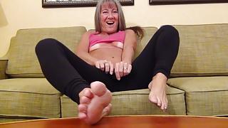 Milf Masturbates After Yoga Class