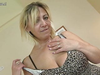 Young boy mom fuck Mature slut mom fucked by her young boy