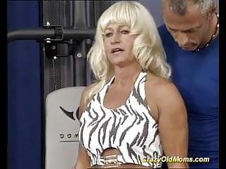 Facial muscle disease - Muscle mom loves hot facial
