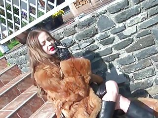 Sexy fur girls - Furbootssmoking