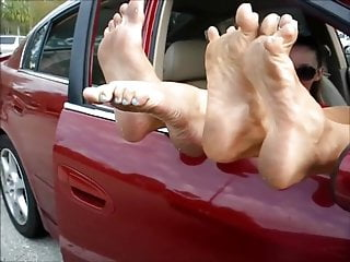 Oral contraceptive comparisons Feet size comparison