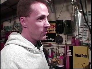 Facial hair expert - Mature babe gives an expert blowjob