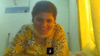 Lahori housewife Saba showing big boobs on webcam