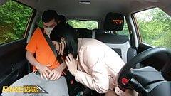 Fałszywa szkoła jazdy lady Dee ssie kutasa instruktora
