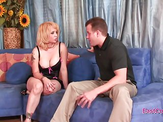 Adult horny housewife - Sophia mounds - horny housewife creampie - full video