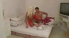 Babcia Marianna pieprzy łóżko