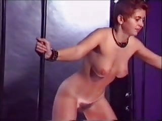 Iniziazione al bdsm Llega al orgasmo por el castigo