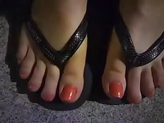 Sexy mature toes - Watching her sexy toes got me horny