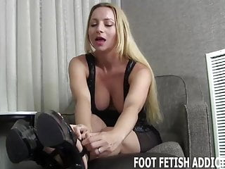 I have a very big penis I have a very special foot fetish surprise for you
