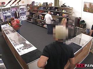 Blonde anal videos xxx - Blonde bimbo tries to sell car, sells herself - xxx pawn