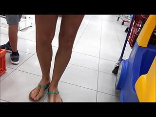Kathy ireland sexy feet and legs Spyshot sexy feet and sexy naked legs short skirt